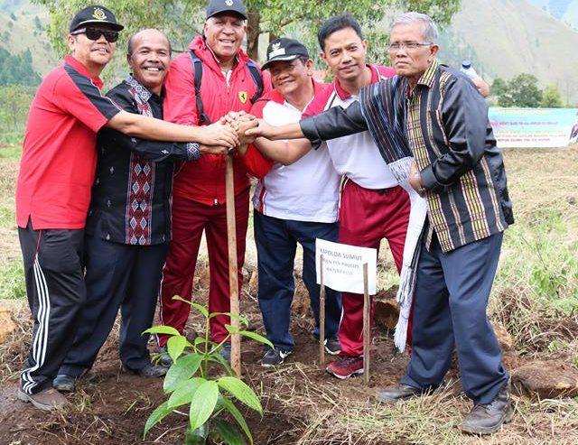 Kapolda Sumatera Utara Irjen.Pol. Paulus Waterpauw Melakukan Penanaman Pohon Di Sigulati Kecamatan Sianjurmulamula Kab. Samosir