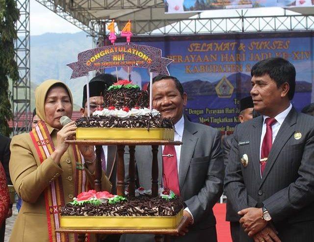 Puncak Perayaan Hari Jadi Ke 14 Kabupaten Samosir Berlangsung Meriah