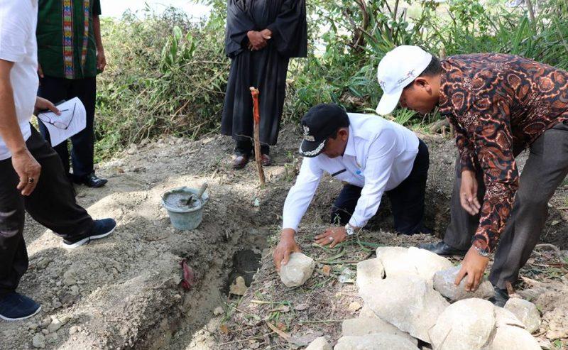 Bupati Samosir Melakukan Peletakan Batu Pertama Pembangunan SPAM Senilai 26 Milyar Di Desa Sangkal.