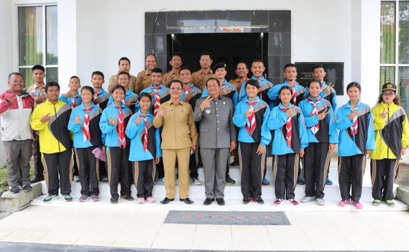 Bupati Samosir Lepas Kontingen Pramuka Kwarcab Samosir Ke Jambore Malaysia Bupati : Jadialah Duta Parawisata Samosir Selama Di Malaysia